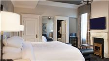 Rooms Deluxe King at Le Pavillon